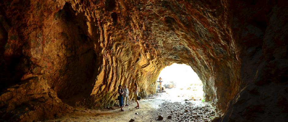 Plain of Jars Cave - Laos
